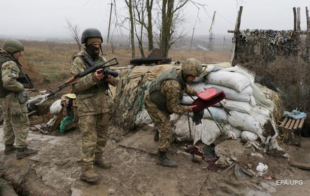 Взоне АТО засутки были ранены четверо украинских военных