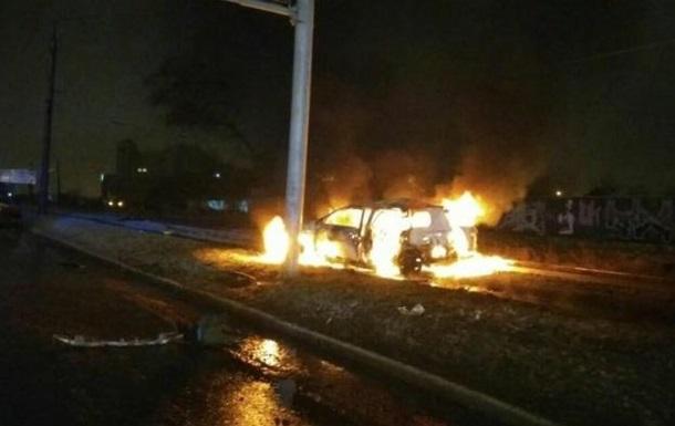 В Харькове попало в ДТП и сгорело авто со спецназовцем