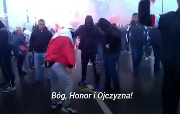 В Польше избили поджигателей флага Украины