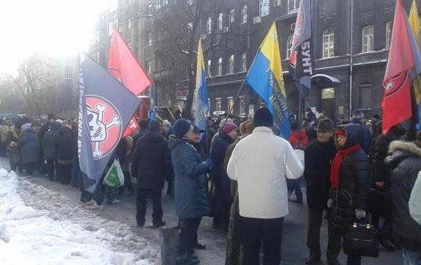 Митингующие под Радой и НБУ