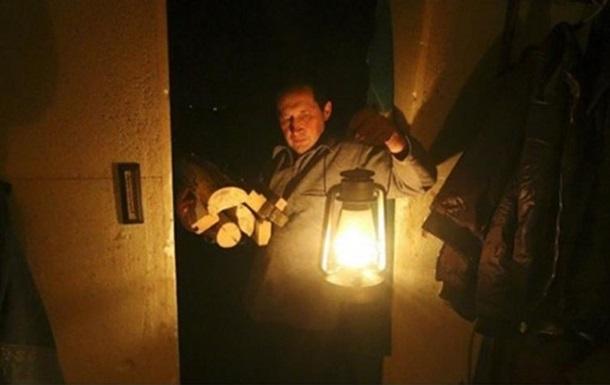 Без света из-за непогоды остается 61 населенный пункт