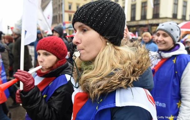 В Варшаве десятки тысяч протестовали против реформы образования