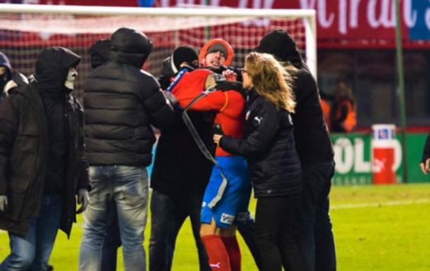 Хельсингборг под руководством Хенрика Ларссона вылетел из высшей лиги Швеции, фанаты избили его сына