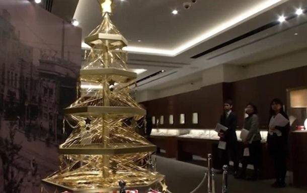 В Японии установили елку из золота