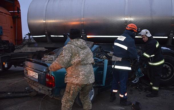 ДТП под Николаевом: умер четвертый военный