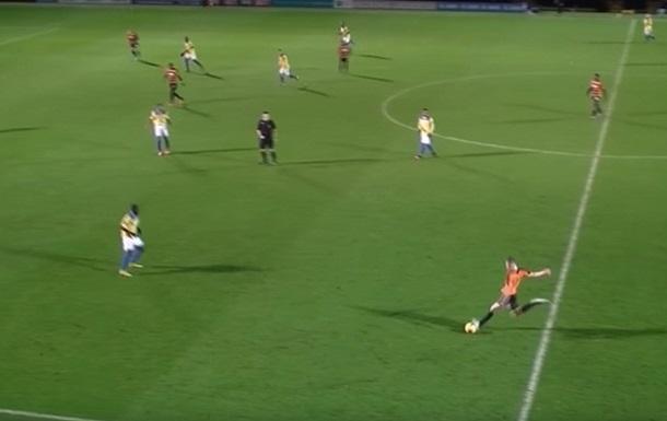 Невероятный гол с центра поля от 18-летнего защитника