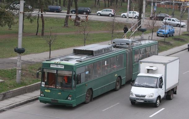 В Киеве троллейбус насмерть сбил человека