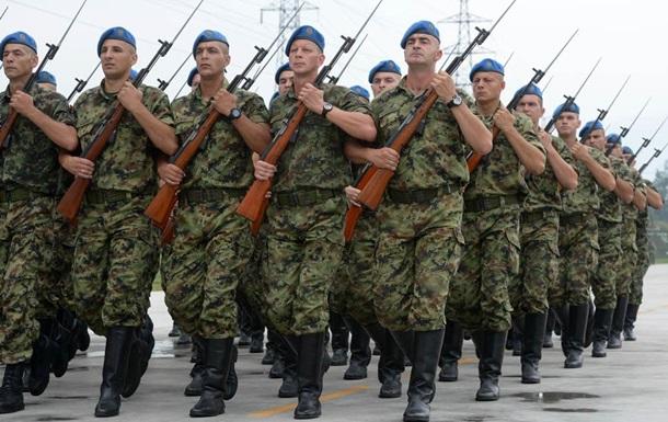 В Сербии впервые протестовали военные