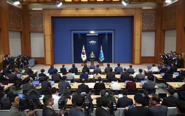 Президент Южной Кореи готова преждевременно уйти вотставку