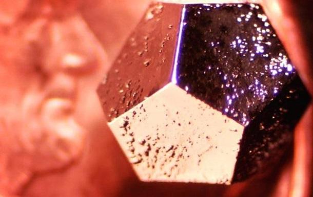 В метеорите, который упал в России, нашли странный кристалл