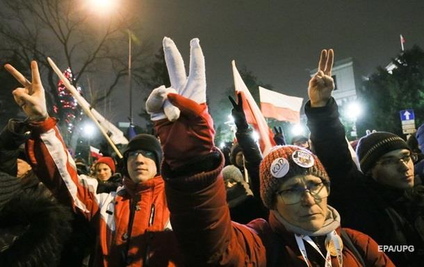 Протесты в Польше: президент предложил помощь
