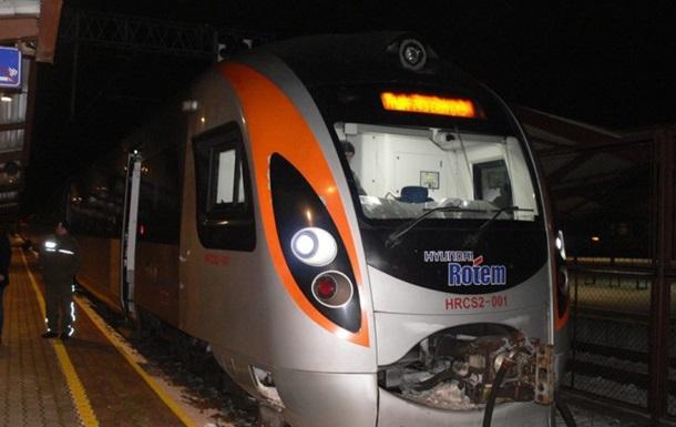 1-ый поезд «Киев-Львов-Перемышль» уже прибыл вПольшу