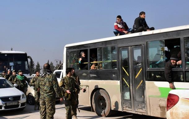 Снегопад стал первопричиной задержки эвакуации тыс. беженцев изАлеппо