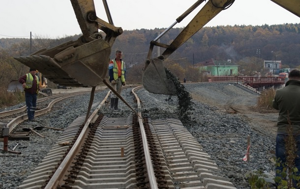 Сроки работ посозданию железнодорожных подходов кКерченскому мосту неизменны— Минтранс