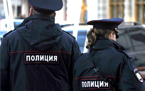 Ранивший полицейских назападе в столицы взял взаложники женщину