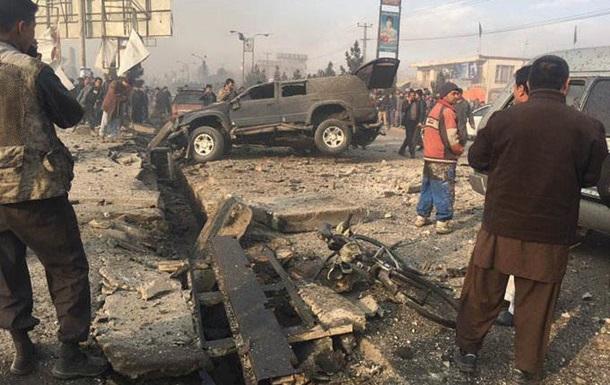 Афганского депутата подорвали сохранником около мечети вКабуле