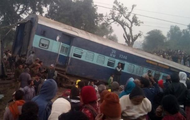 Поезд сошел срельсов вИндии, пострадали 40 человек