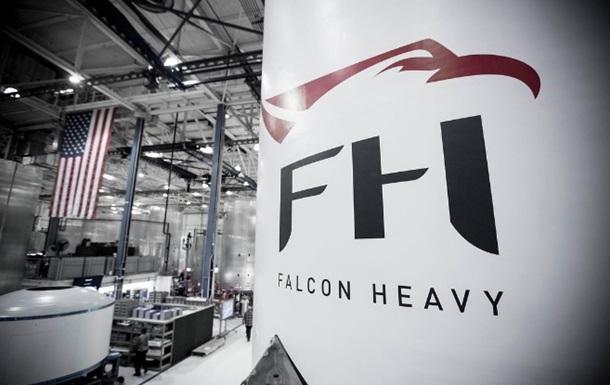 SpaceX показала сверхтяжелую ракету Falcon Heavy