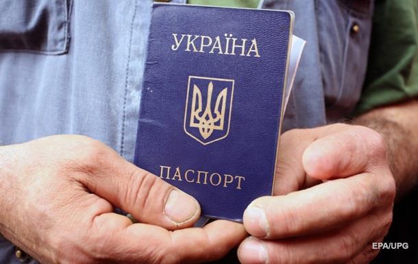 Кабмин хочет выдавать паспорта в ЛДНР