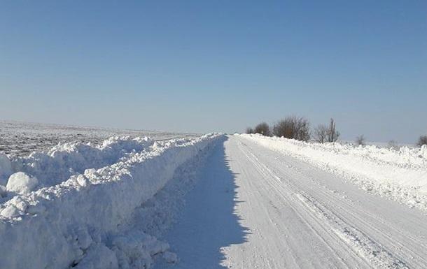 Снег в Украине. Трассы чистят три тысячи человек