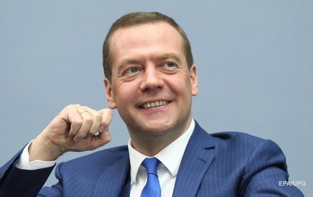 «Денег, как известно, нет»: Медведев пожелал росСМИ… «лайков»