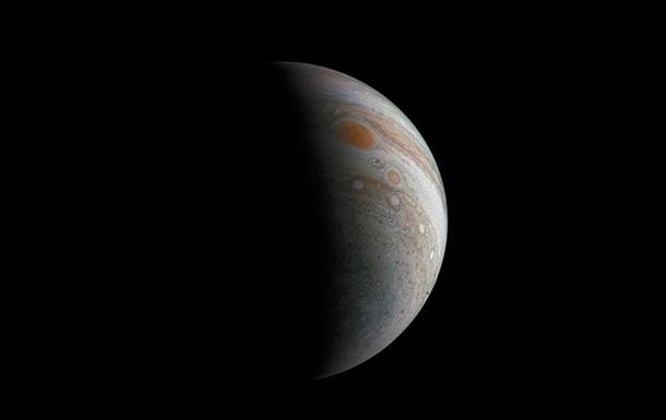 Зонд «Юнона» сделал новый снимок Юпитера