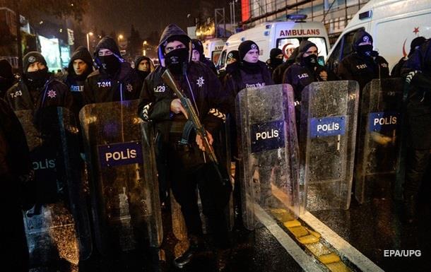 ВТурции полицейские задержали подозреваемого всовершении теракта вночном клубе Стамбула