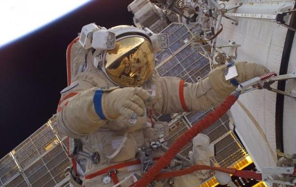 Русские космонавты немогут выйти вкосмос из-за потери скафандра