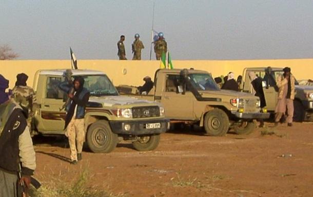 Теракт ввоенном лагере вМали: неменее 30 погибших