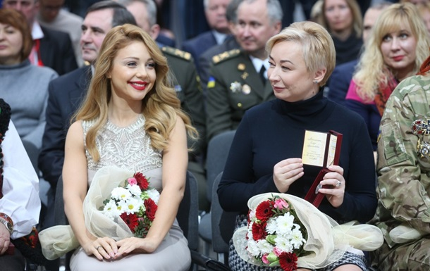 Порошенко наградил орденом Ярослава мудрейшего евродепутата