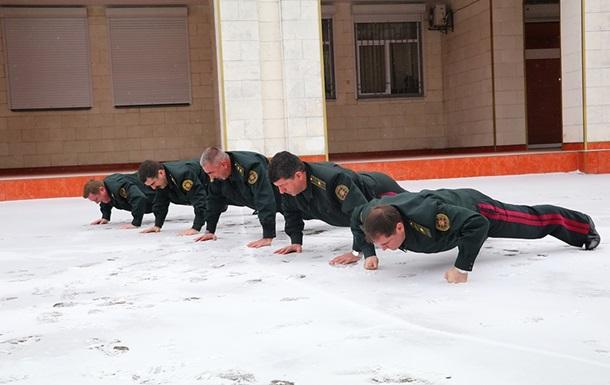 Генералы Нацгвардии напятерых отжались 110 раз