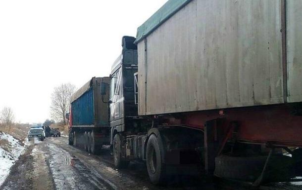15 фургонов тайно выгрузили львовский сор наподъезде кСумам