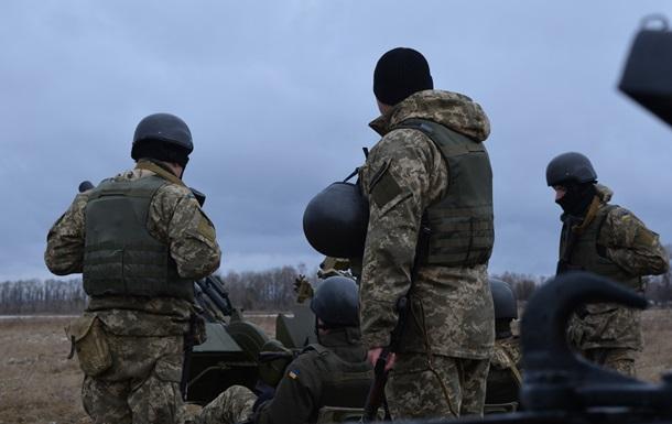 Полторак поблагодарил бойцов АТО наградами «Заобразцовую службу»