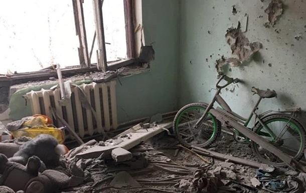 Боевики обстреливают жилые дома Авдеевки. Дети чудом остались живы