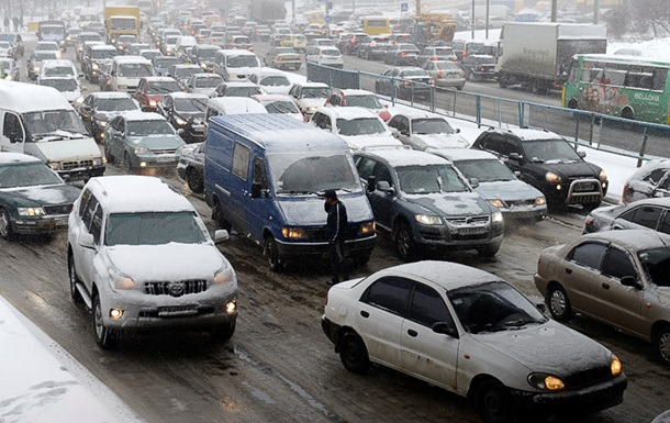 Движение фургонов ипассажирского транспорта ограничено вКиевской области