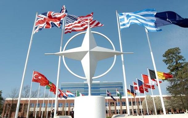 Референдум по НАТО от Порошенко: возможности и риски