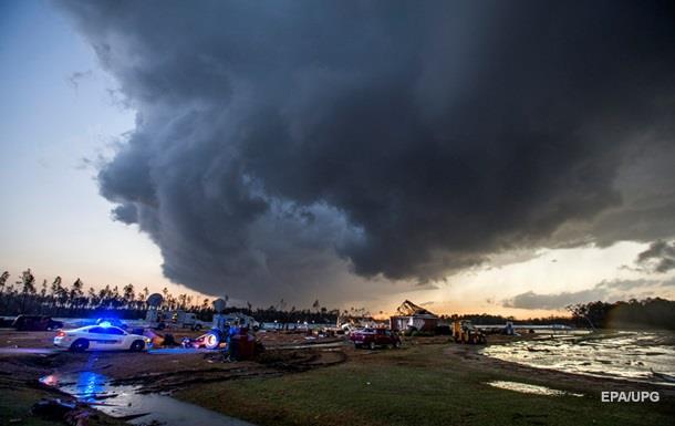 Над США пронеслись ряд разрушительных торнадо, восемь человек пострадали