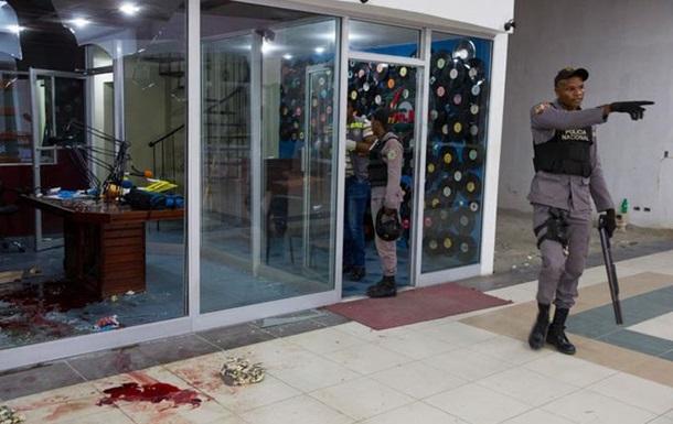 2-х доминиканских репортеров убили впроцессе эфира нарадио— Би-би-си