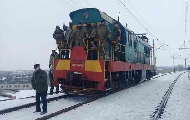 Народный депутат прикрывает вооруженных участников блокады
