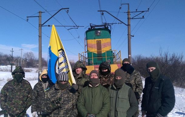 Порошенко: Украина недолжна навсе 100% отказываться отугля изДонбасса