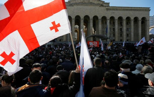 Тысячи людей приняли участие вакции вподдержку «Рустави 2»