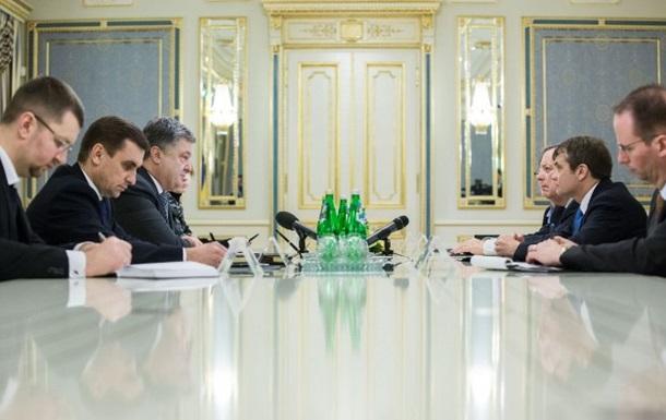 Порошенко обсудил ситуацию вДонбассе спредставителями Конгресса США