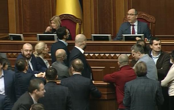 Рада решила неустраивать репрессии украинцам вналоговой сфере