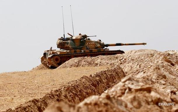 Турция стягивает бронетехнику кгранице сСирией