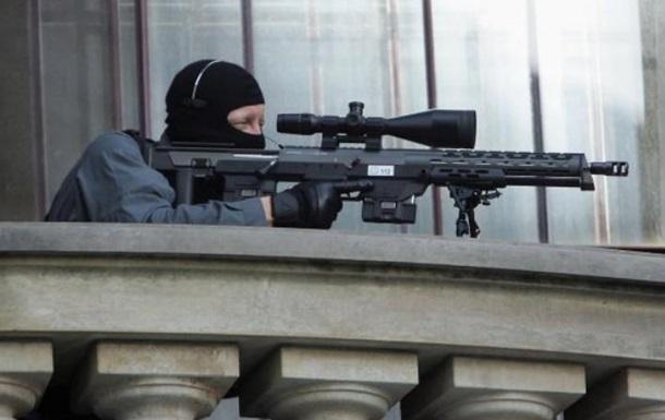 На выступлении Олланда снайпер случайно устроил стрельбу