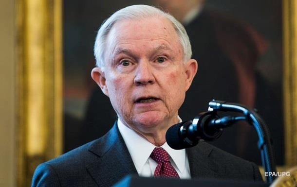 Демократы потребовали от генерального прокурора США Сешнса уйти вотставку
