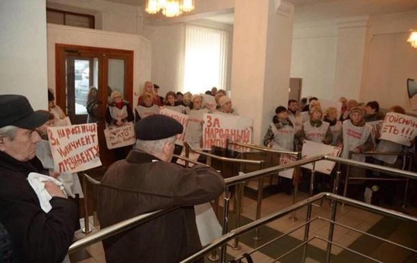В приемной Кабмина протестуют активисты - (видео)