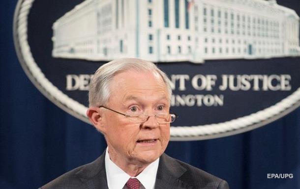 На генерального прокурора США подали всуд из-за его контактов с русским послом