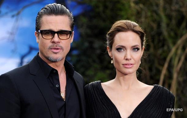 Джоли и Питт связали себя тату перед расставанием