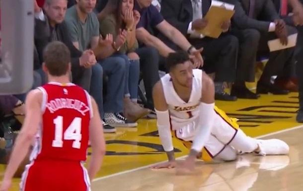 Расселл совершил самую глупую потерю сезона в НБА
